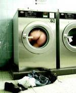 GUERRILLA - Humo Shake That Ass nelle lavanderie pubbliche
