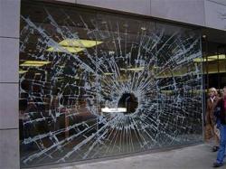 L'iPod e il guerrilla marketing rompono… le vetrine!