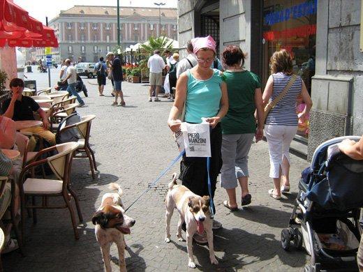 Guerrilla promuove la mostra di Manzoni a Napoli