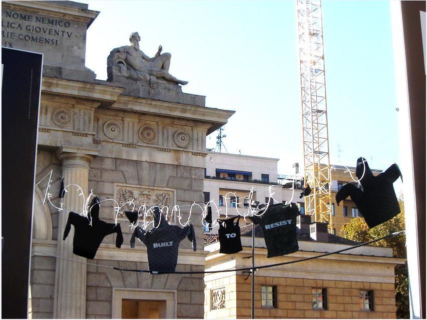 Built to Resist: Bucato estremo per le vie di Milano