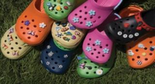 Crocs: la scarpa con i plugin
