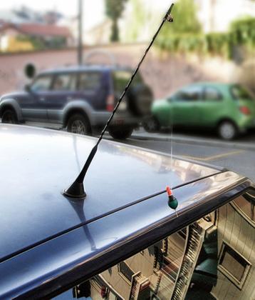 Antenne e specchietti: innovazioni nel car-advertising.