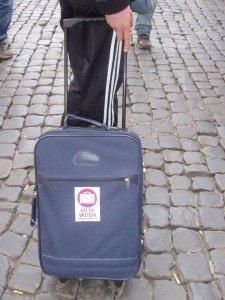 Fai la valigia: party istantanei contro la precarietà