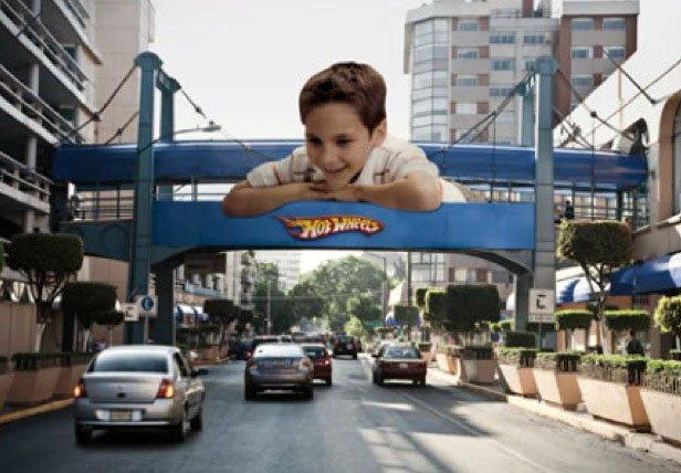 Hot Wheels trasforma la strada in una pista