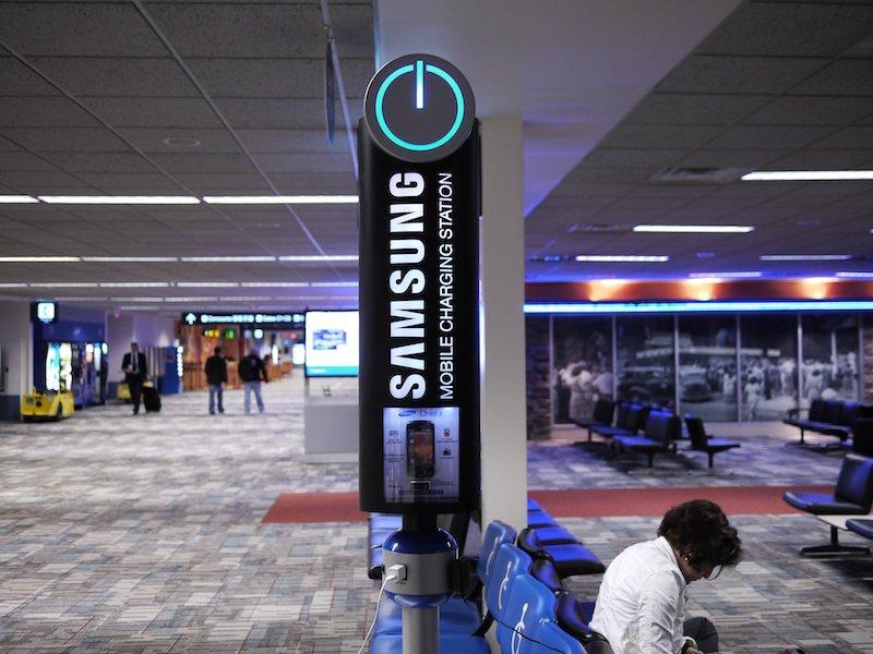 Batteria scarica in aeroporto? Samsung ti aiuta!