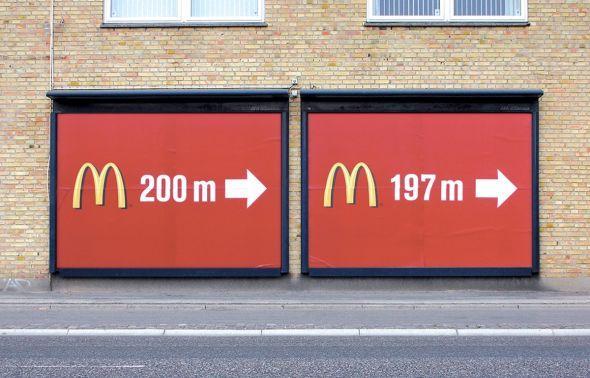 Due billboard per l'ironico marketing McDonald's