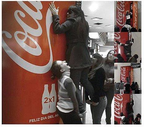 """Coca-Cola presenta la """"macchina dell'amicizia"""""""