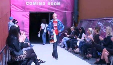 La moda di seconda mano va in passerella: sfilata a sorpresa!