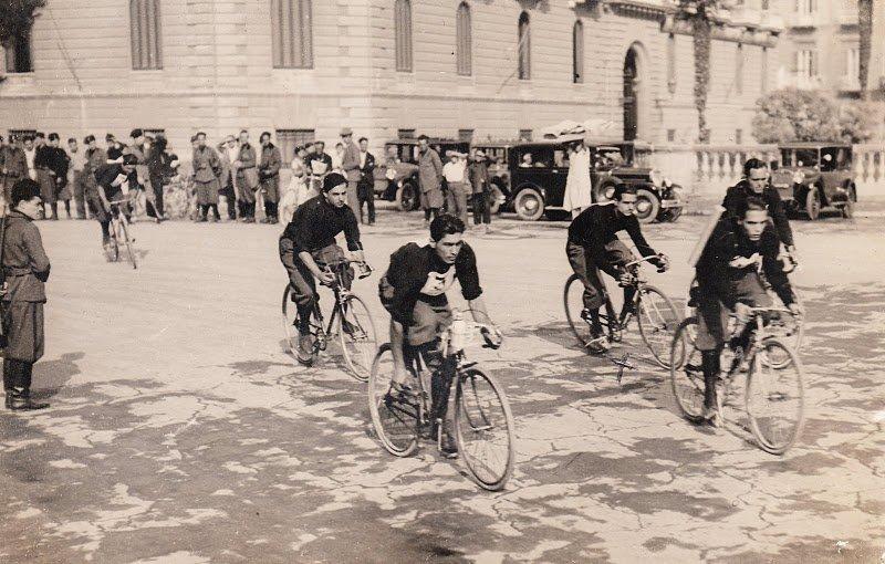 Cycling Club in Naples (1930) - Il nonno di Jerry