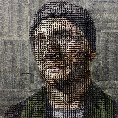 Murales 3D non convenzionali: l'artista che scolpisce i volti con le viti [DESIGN]