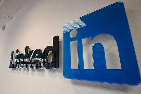 [BREAKING NEWS] LinkedIn quotato in Borsa, un successo!