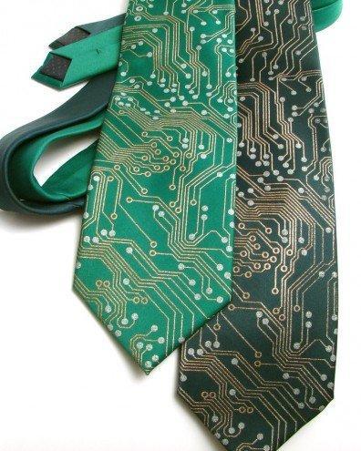 Cravatta in stile hi-tech: due esempi per voi