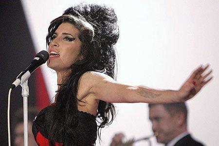 RIP Amy Winehouse: l'ultimo saluto alla cantante dai social network
