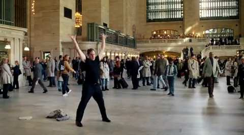 AT&T, il flash mob fail diventa spot