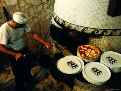 Guida alle migliori pizzerie di Napoli e dintorni. Intervista a Monica Piscitelli