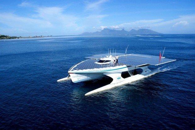 La barca con i pannelli solari che vuole girare il mondo