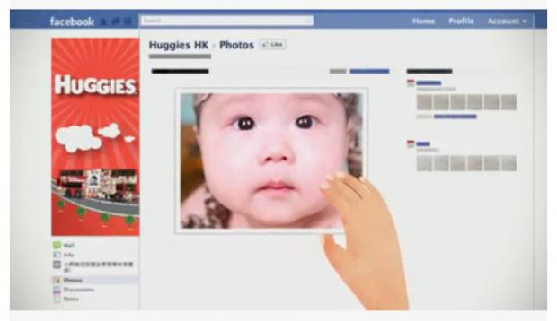 Huggies: una campagna che parte da Facebook e arriva nelle strade