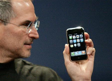 Steve Jobs, l'addio su Twitter e Facebook di star e persone comuni