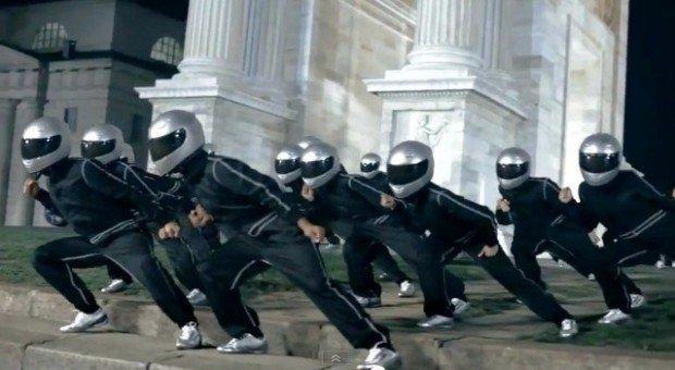 Pirelli ambient, attacco di danza in piazza Sempione