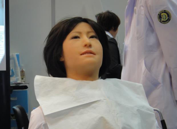 Paura del dentista? Al prossimo appuntamento mandateci il robot Simroid!