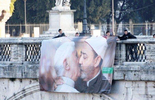 """Il Papa che bacia l'imam, guerrilla marketing """"shock"""" di Benetton [BREAKING NEWS]"""