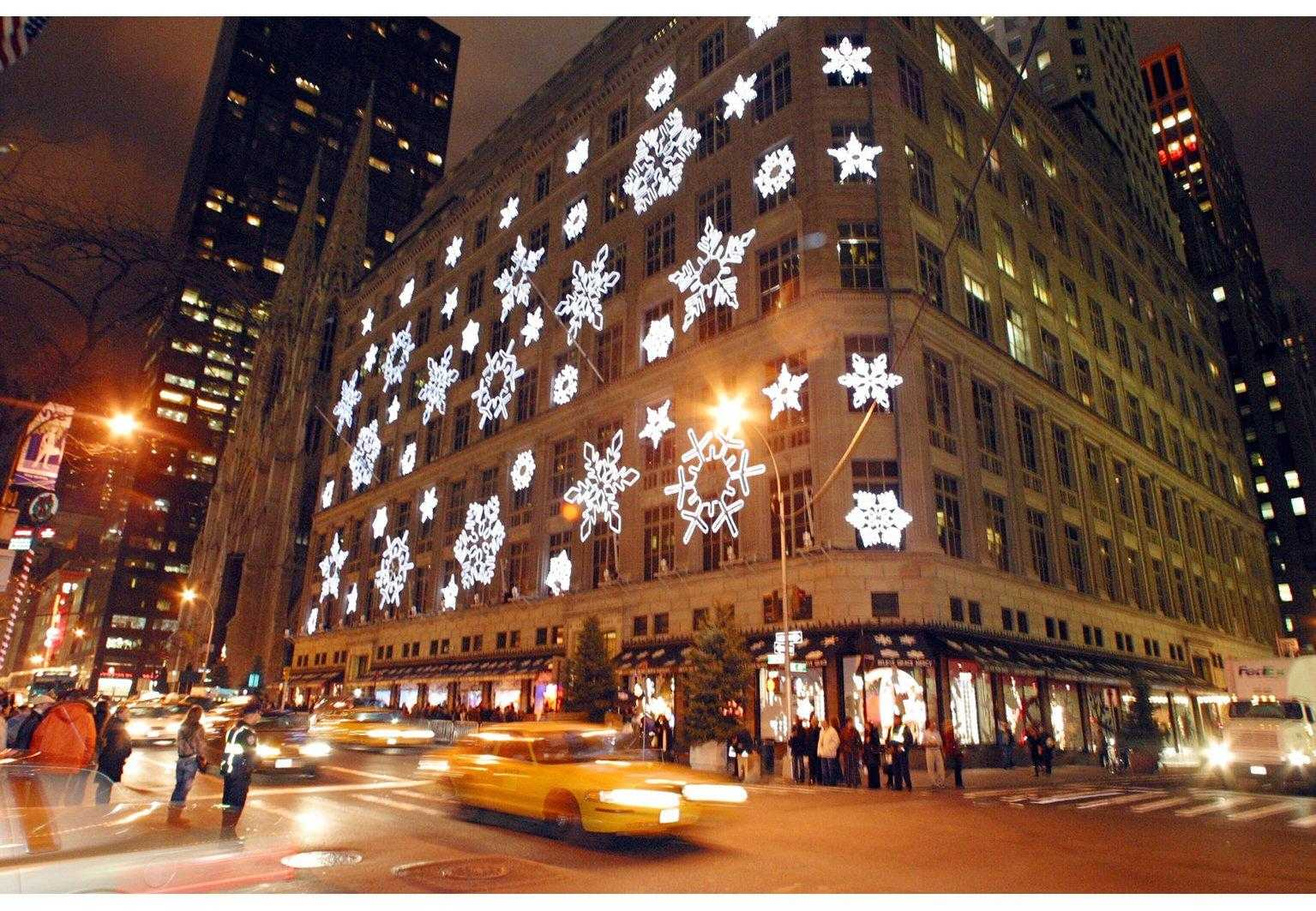 Saks Fifth Avenue stupisce con il projection mapping