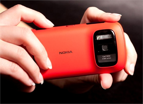 MWC 2012: Nokia 808 PureView, uno smartphone da 41 megapixel!
