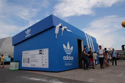 Adidas: il temporary store diventa una scatola di scarpe