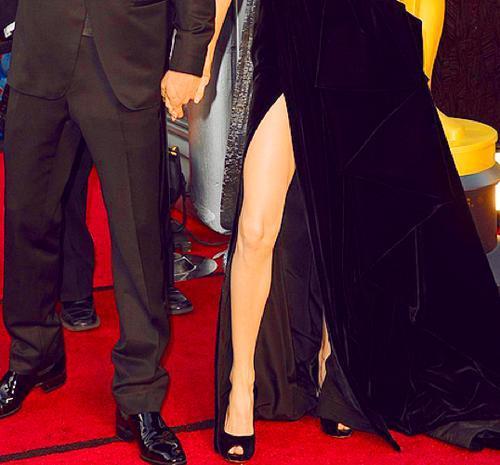 La gamba di Angelina Jolie scatena una nuova mania