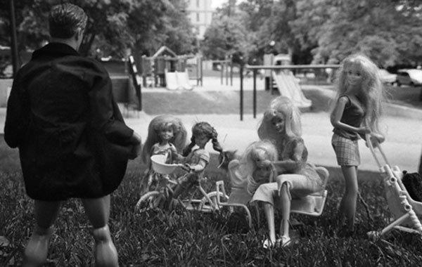 Sarah Haney mette a fuoco il lato oscuro di Barbie [INTERVISTA]