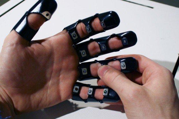 Glove one: ovvero come trasformare la vostra mano in un cellulare!