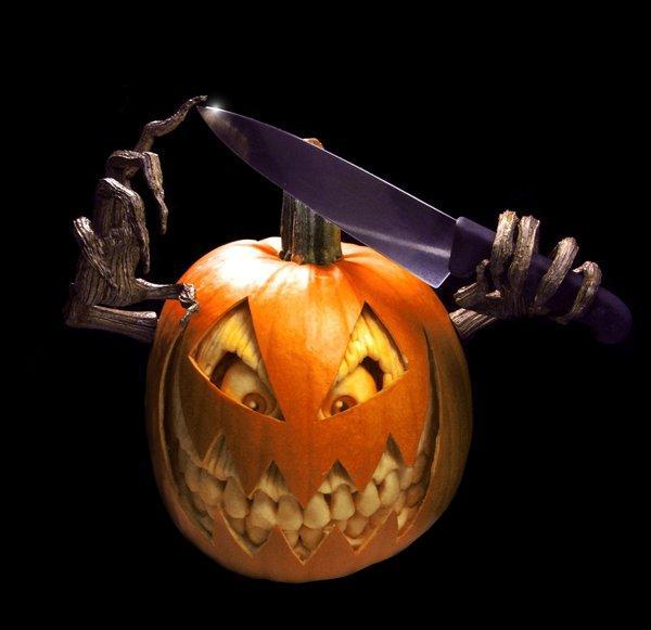 Le zucche di Halloween artistiche scolpite da Ray Villafane