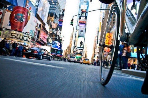 New York vista dalla ruota di una bicicletta