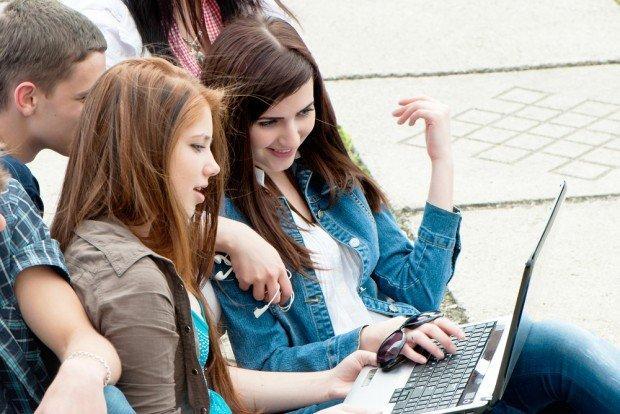 Adolescenti e social network: le linee guida del buon genitore digitale