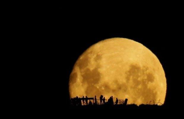 La magia della luna piena in tempo reale [VIDEO]