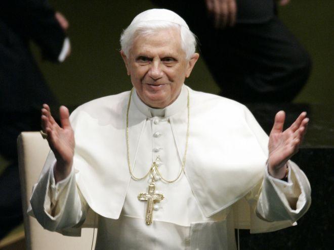 Papa Benedetto XVI si dimette: le reazioni sui social network