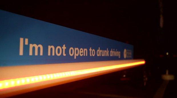 Hai bevuto? Ecco la sbarra che non ti farà uscire dal parcheggio [VIDEO]
