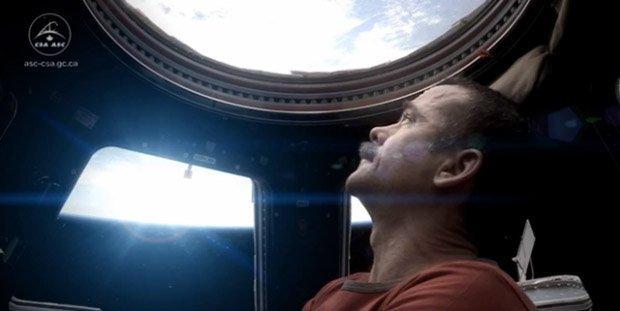 'Space Oddity' è il primo video musicale nello spazio [VIDEO]