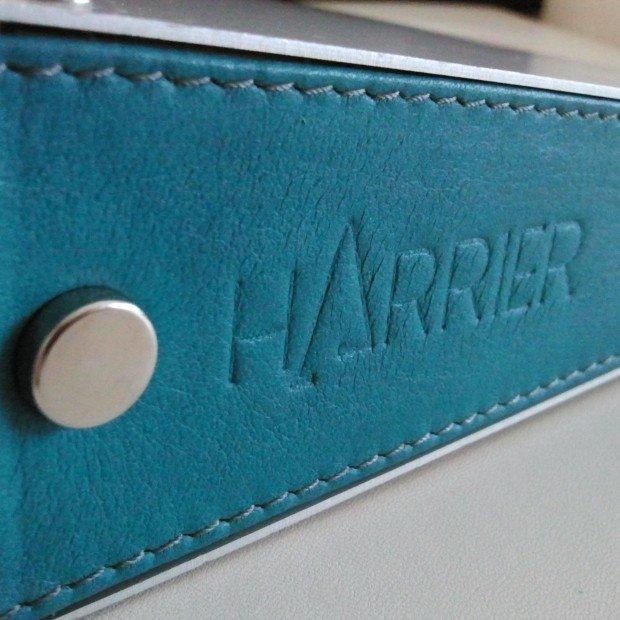 """Particolare di """"Flap"""": custodia by Harrier Design"""
