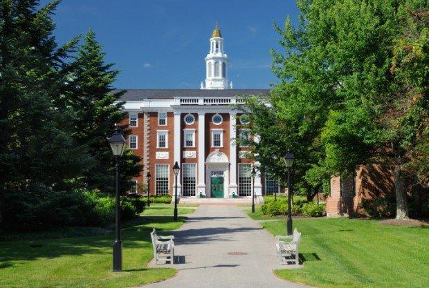Harvard stanzia 10 milioni di dollari per non lasciare l'università