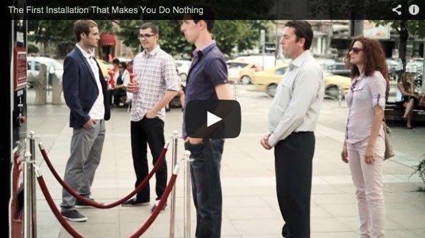 Amstel, il distributore ti dà una birra in cambio di…niente [VIDEO]