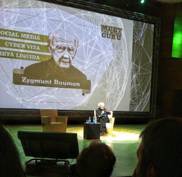 Instant coffee e relazioni fragili: il mondo (online e offline) secondo Zygmunt Bauman