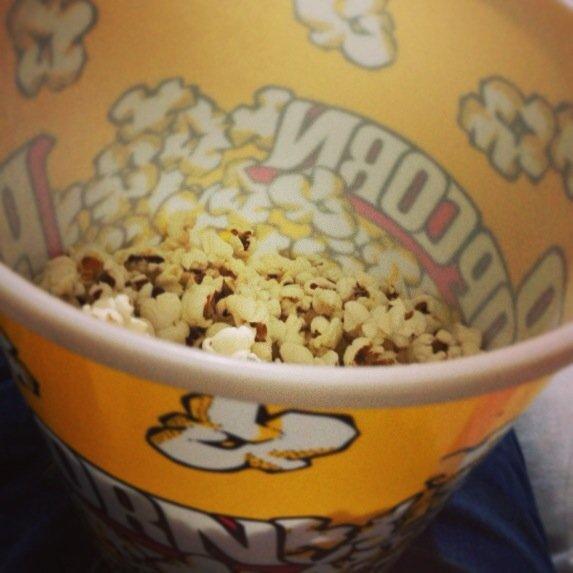 Storia del perché si mangia il popcorn al cinema