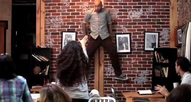 Telecinesi da brivido in un coffee shop: è prank advertising! [VIDEO]