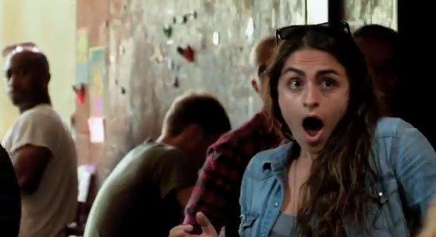 Telecinesi da brivido in un coffee shop: è prank advertising! [VIDEO]