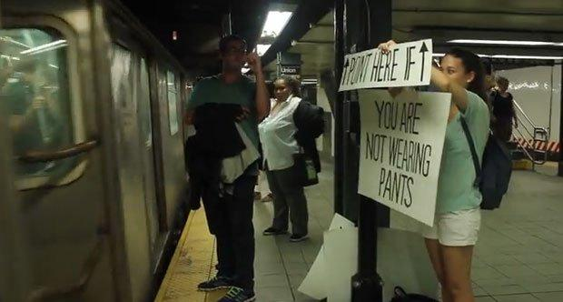 The New York Subway Signs Experiment: bando alla noia in metro [VIDEO]