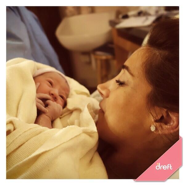 La nascita della figlia della popstar è annunciata su Twitter… da P&G