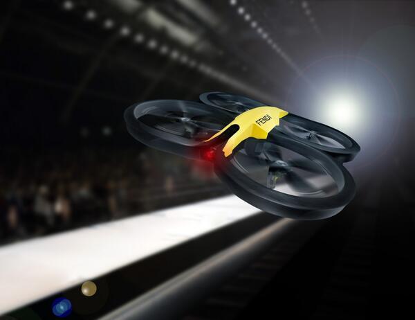 Fendi porta i droni in passerella a Milano