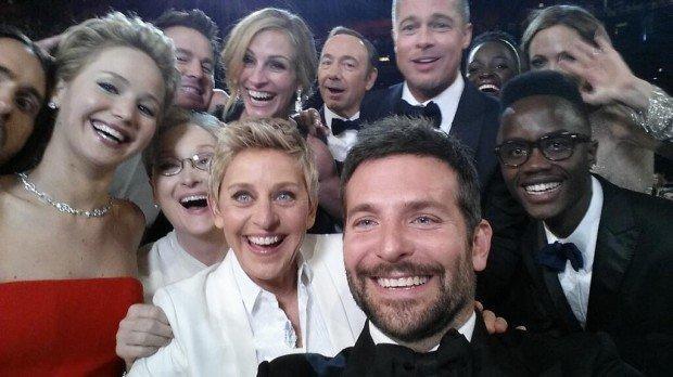 Bradley Cooper scatta il selfie da Oscar