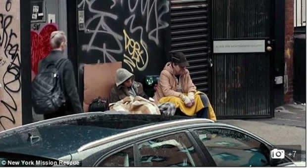 Gli invisibili: non sono supereroi ma senzatetto [VIRAL VIDEO]